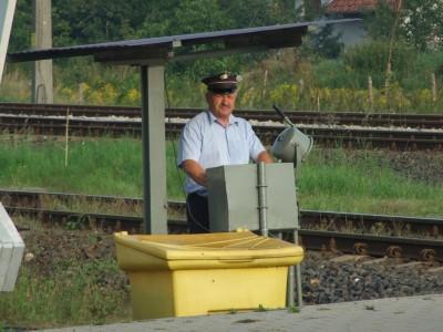 Kierowco! Uważaj na przejeździe kolejowym!