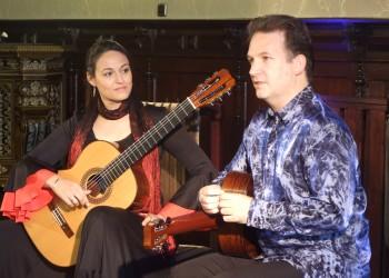 Duet gitarzystów w ratuszu