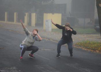 Papieska rywalizacja we mgle