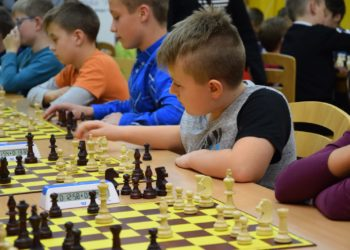 Młodzi szachiści rozpoczęli rywalizację