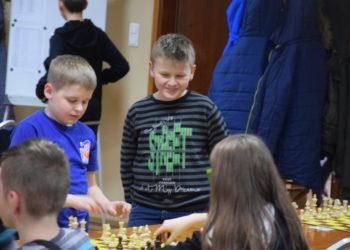 Zacięta walka młodych szachistów