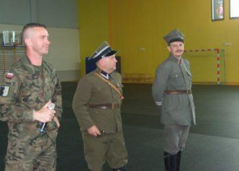 Wojsko wkroczyło do hali