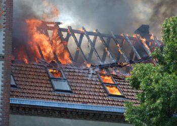 Ponad 200 strażaków walczyło z pożarem