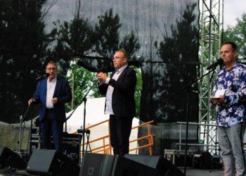 Ławeczka i M. Kuszyńska w Rozdrażewie