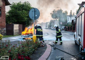 Samochód stanął w płomieniach