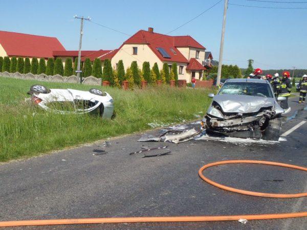 Pięć poszkodowanych osób i trzy rozbite pojazdy