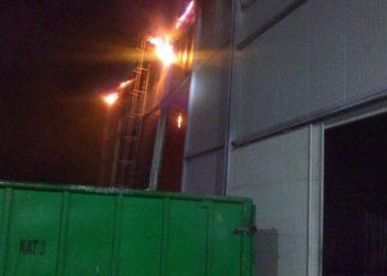 Wielki pożar hali produkcyjnej