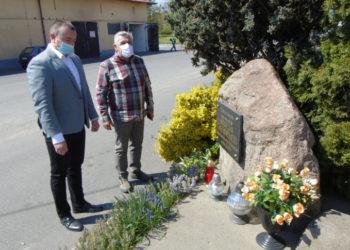 Samorządowcy odwiedzili miejsca pamięci