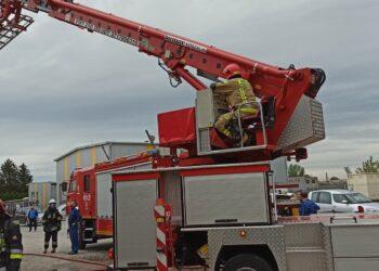 Pożar na terenie zakładu produkcyjnego