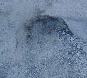 Cała ulica w dziurach